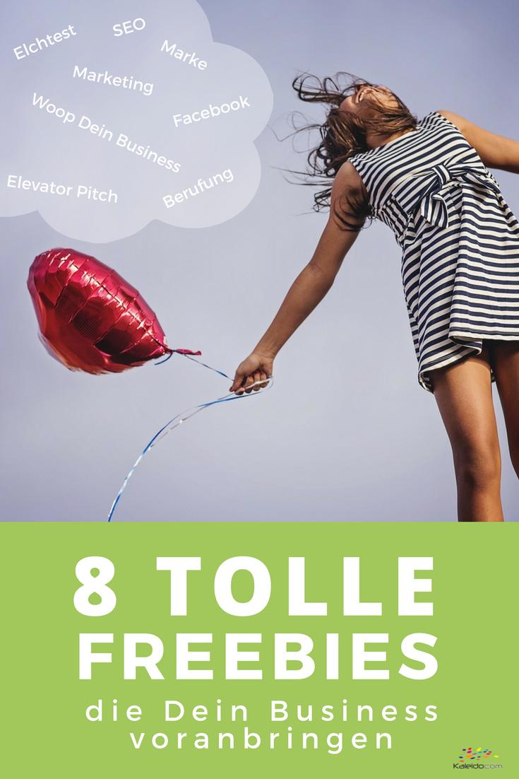 8 tolle Freebies, die Dein Business voranbringen. Frau in gestreiftem Kleid, Freude, Luftballon